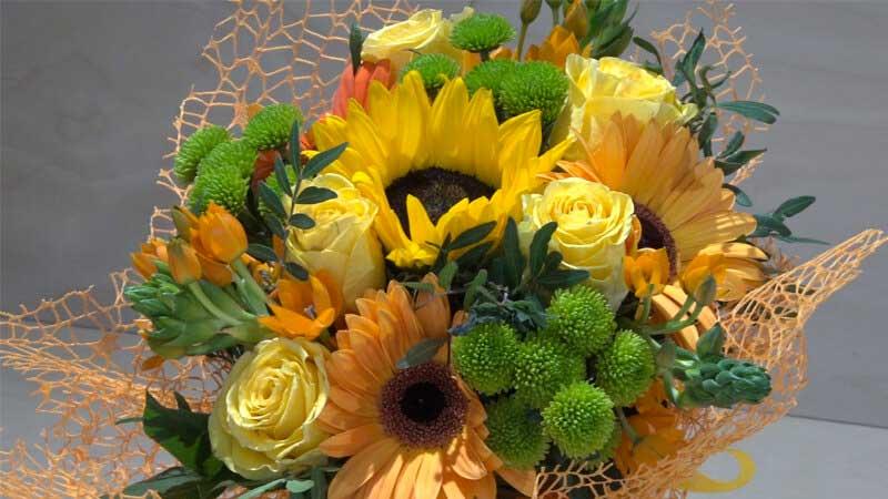 Mazzo Di Fiori Gialli.Bouquet Giallo Arancione Con Gerbere Rose E Margheritina Zambon