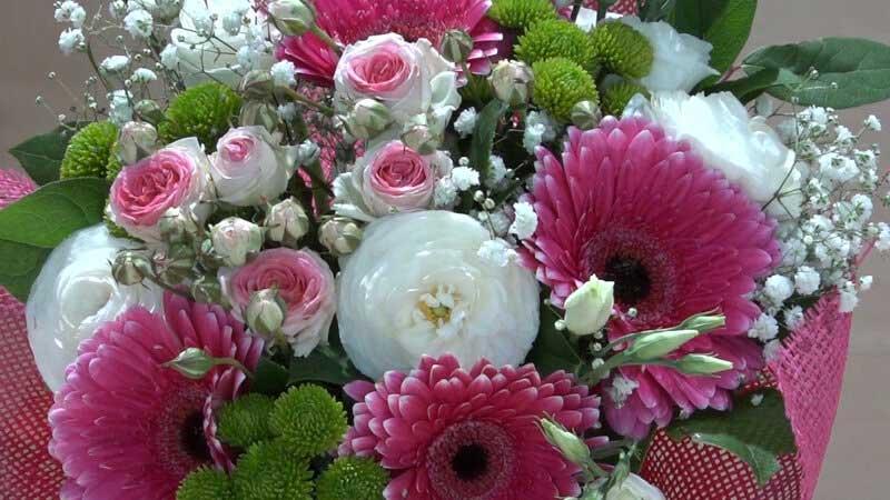 Bouquet rosa e bianco con roselline gerbere e lisianthus for Fiori gerbere